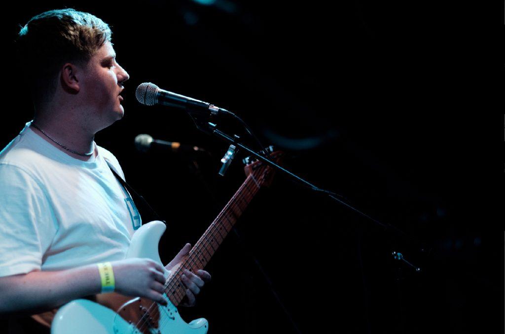 Azura Kings frontman, Matt Farrell. Photo by Mark Holmes.