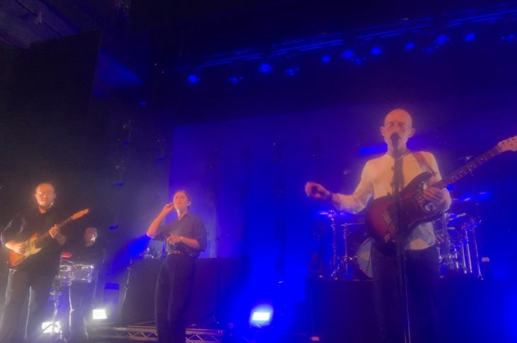 Bombay Bicycle Club received help from Liz Lawrence, who performed a stunning version of Robyn's 'With Every Heartbeat'.